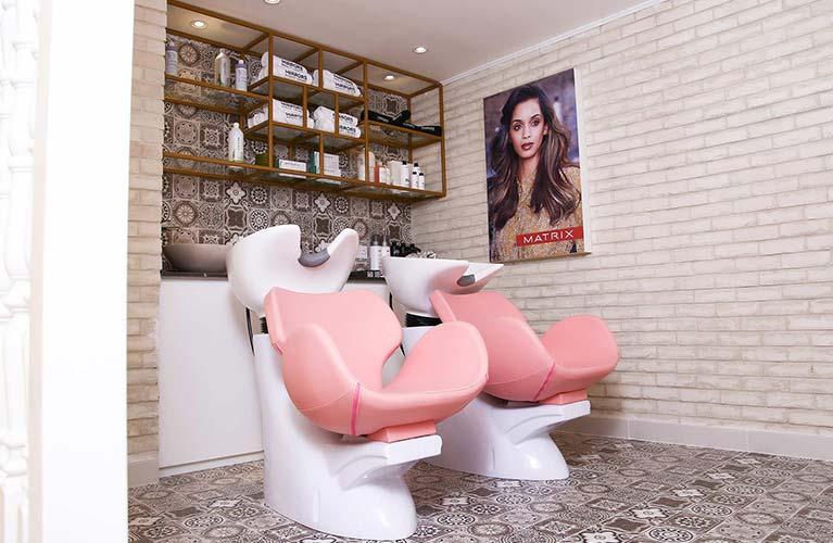 hair salon for frizzy treatment in dubai