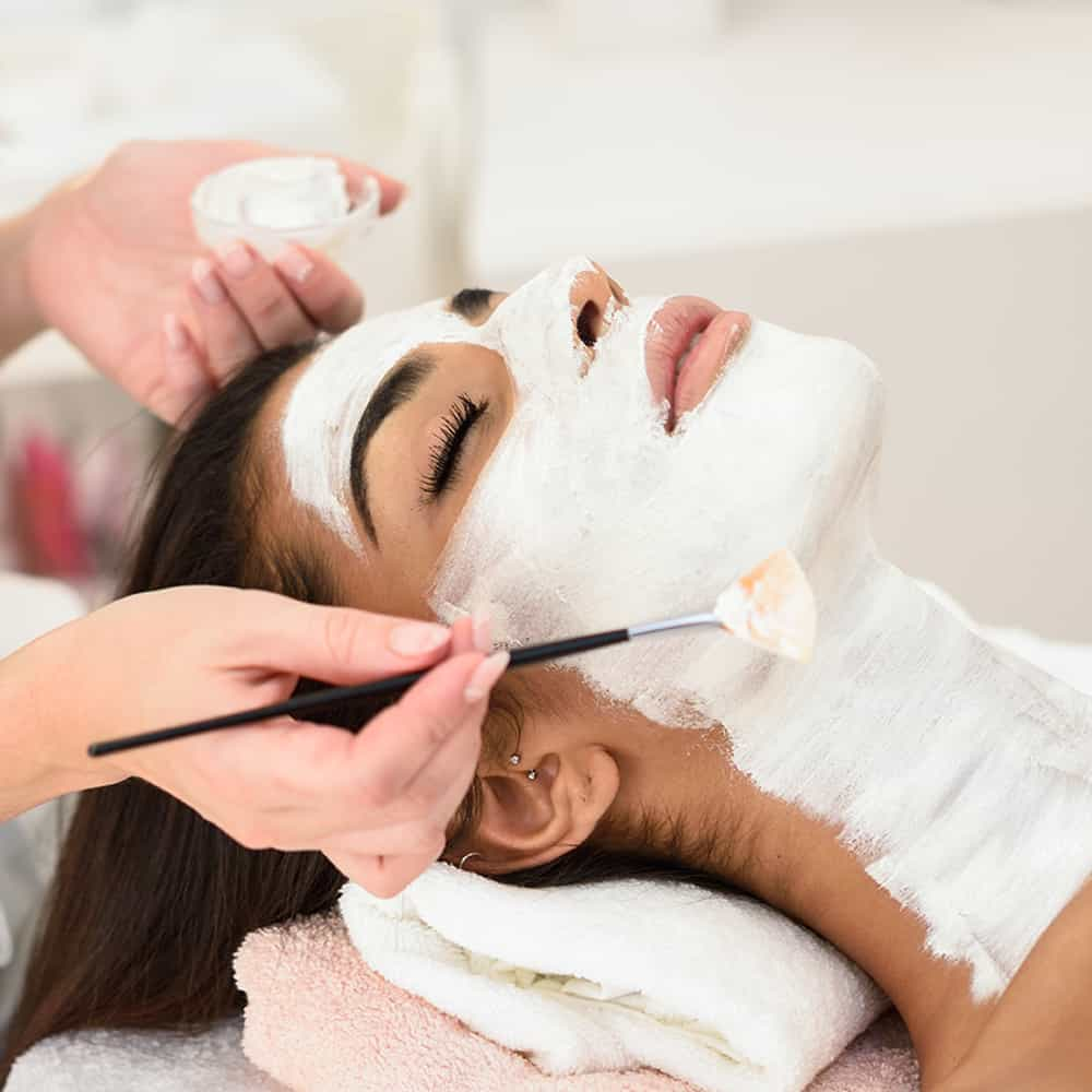 Best Facial for Skin Whitening in Parlour